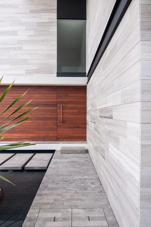 Волокнистый цемент существует уже более двух десятилетий. Это доступный, устойчивый и прочный облицовочный материал для жилищного строительства