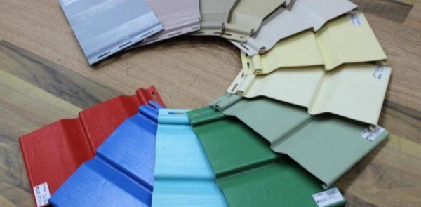 По сравнению с большинством отделочных материалов, виниловый сайдинг имеет достаточно невысокую стоимость